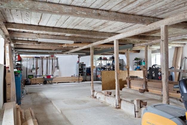 Garage och det f.d. kostallet