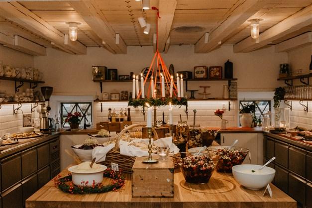 Vilhelmsro gårdscafé, buffebord i julskrud