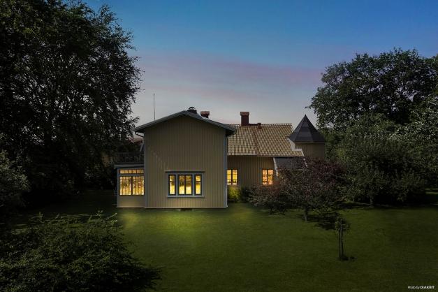Kvällsbild från trädgården