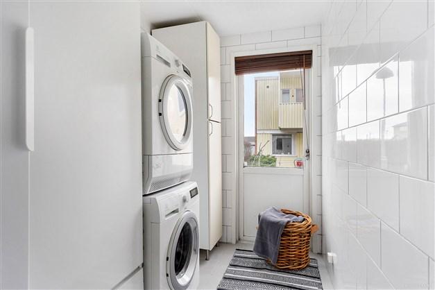 Fullutrustad tvättstuga.