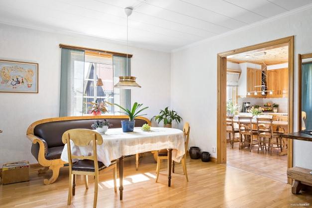 Matrum mellan köket och vardagsrummet