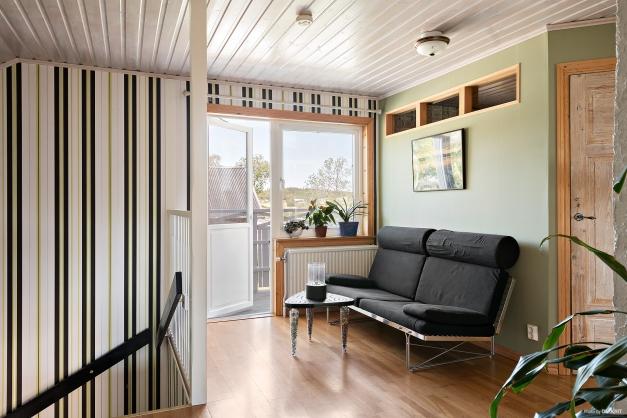 Möblerbar hall på övre plan