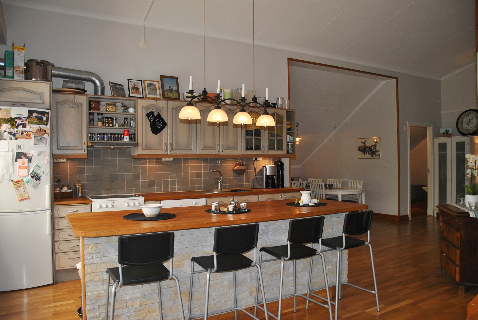 Lägenhet ovan stall med Marbodalkök