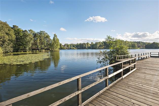 Långsjön erbjuder bad om sommaren och skridskoåkning om vintern