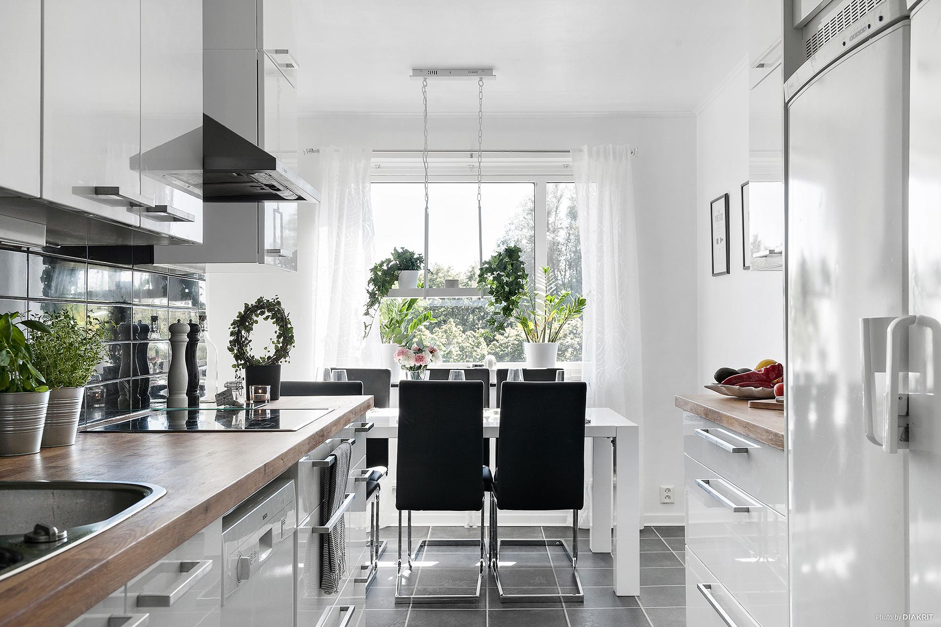 Välkomna till ett modernt, stilrent och renoverat hem!