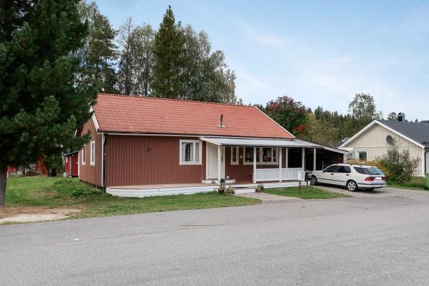 1 plansvilla med garage och carport