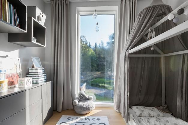 Barnrum / Walk in closet / Kontor - Ovanvåning
