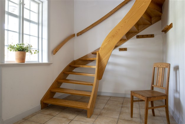Trappa till ovanvåningen från hallen