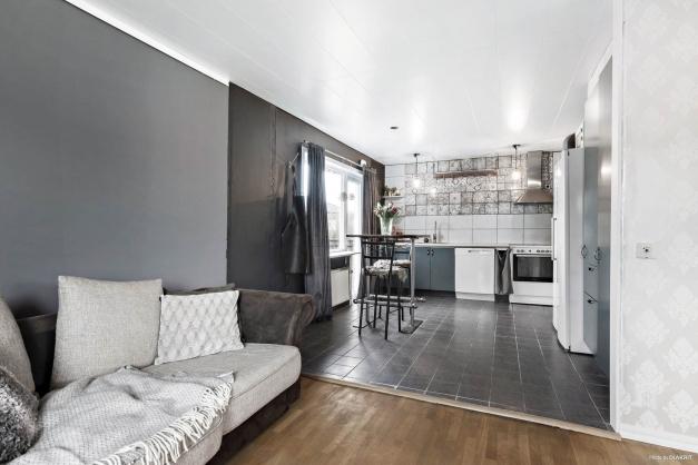 Köket ligger i öppen planlösning med vardagsrummet
