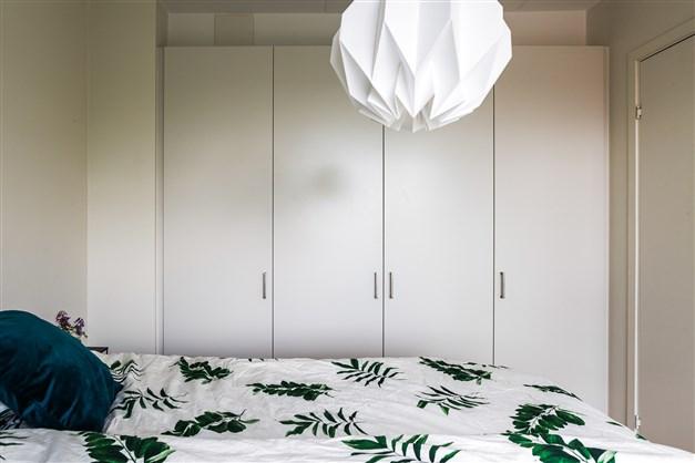 Garderobsvägg i sovrum