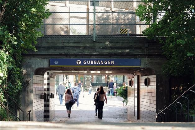 Gubbängens T-banestation ligger ett stenkast bort