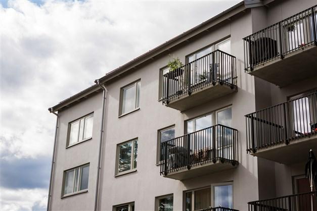 Lägenheten högst upp i huset med hiss!