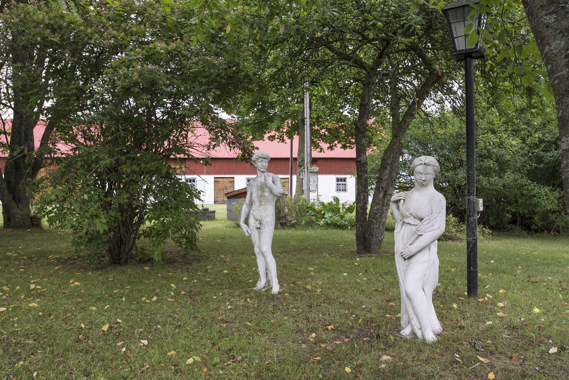 Statyer i trdgården