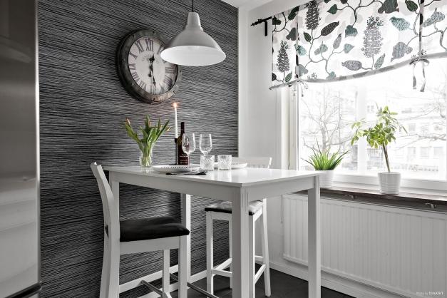 Köket inrymmer sittplats om fyra personer