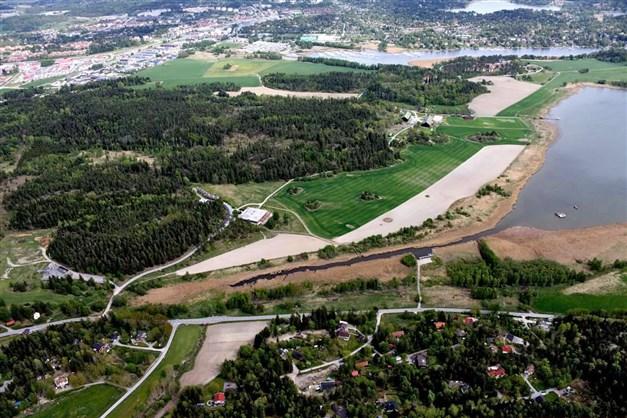 Helikopter vy över Täljö, Täljöviken och Täljö Strandäng.