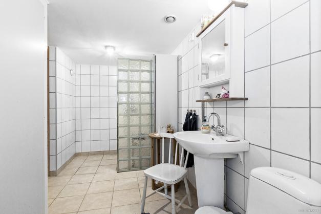 Helkaklat badrum med bastu