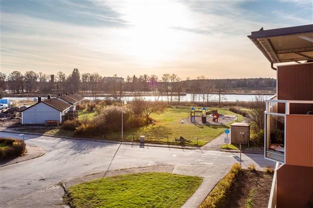 Härlig utsikt från balkongen över sjön Väringen!