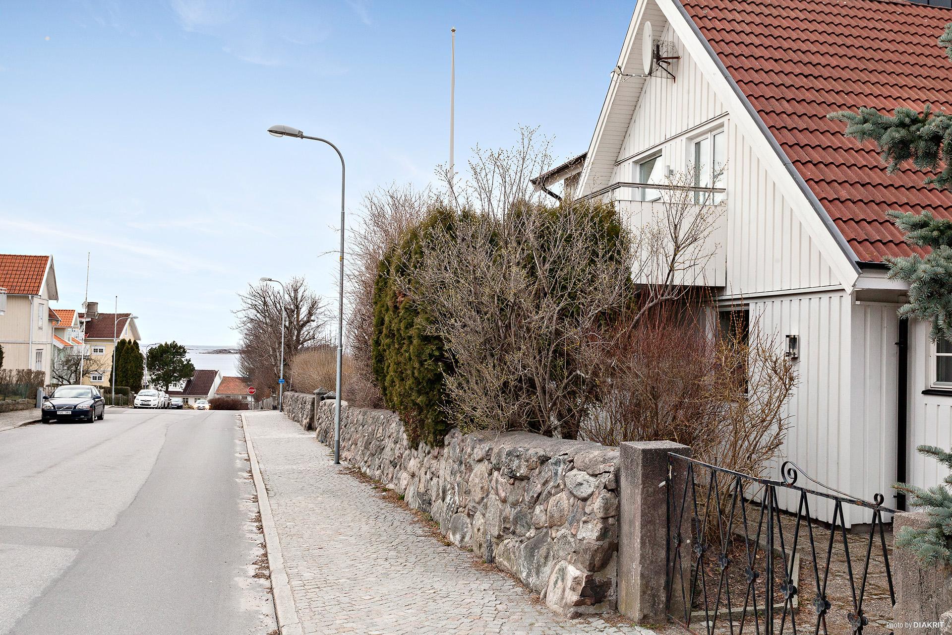 Husbild från gatan.