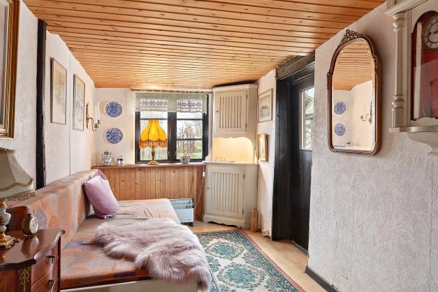 Sovrum på bottenplan med egen ingång