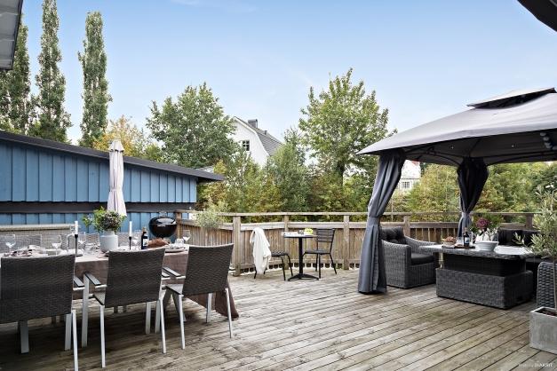 Terrass med fin utsikt och utgång från vardagsrummet