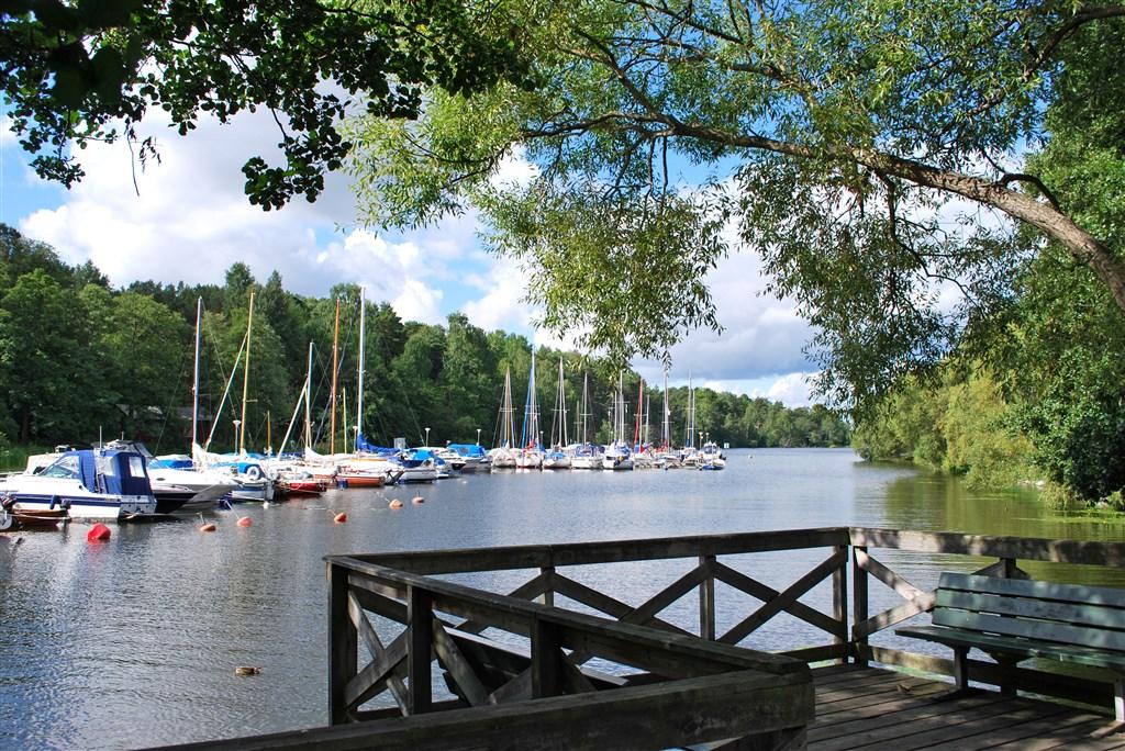 Båtklubben i Mörtviken ligger några få minuter bort.