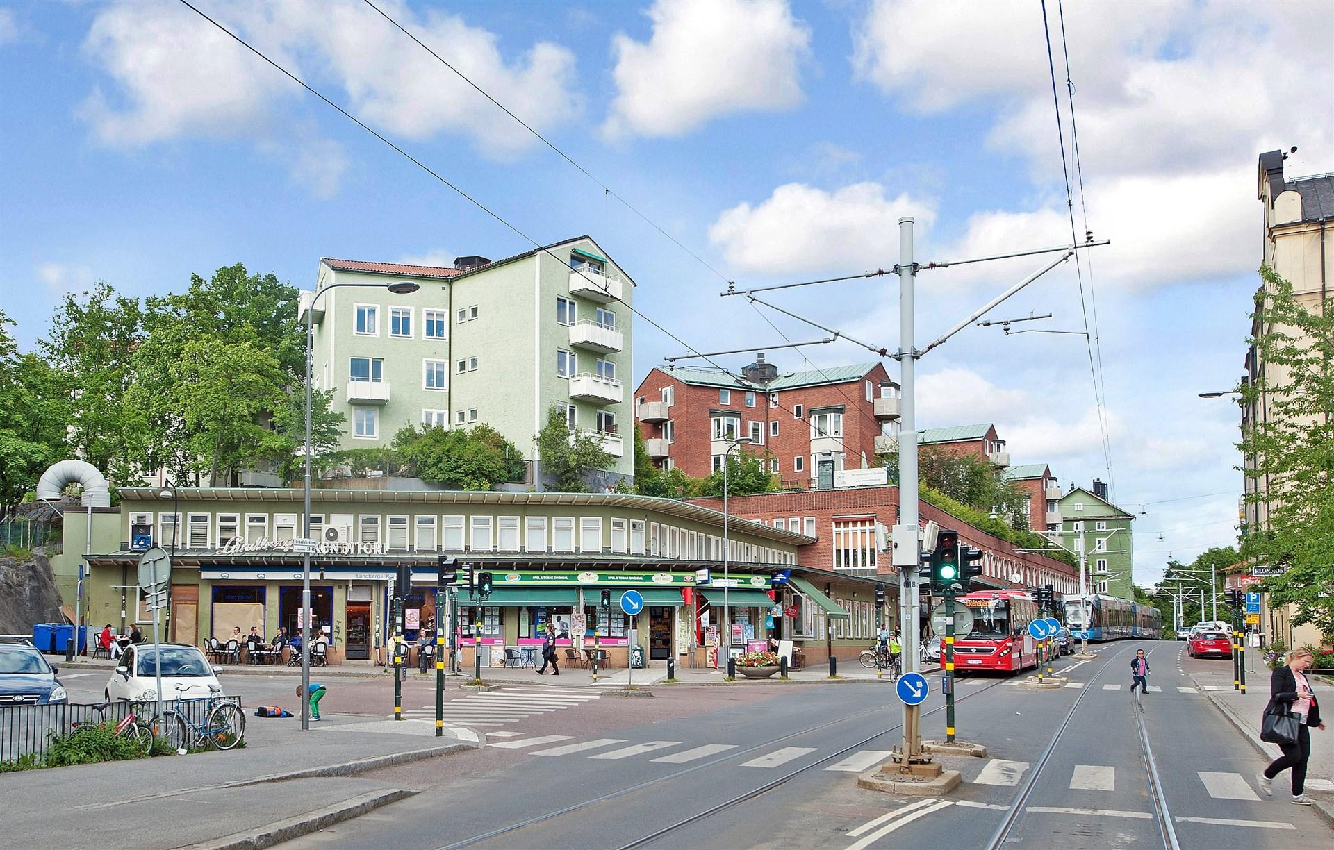 Gröndal erbjuder bl.a. butiker, café och bageri (anrika Lundbergs Konditori).