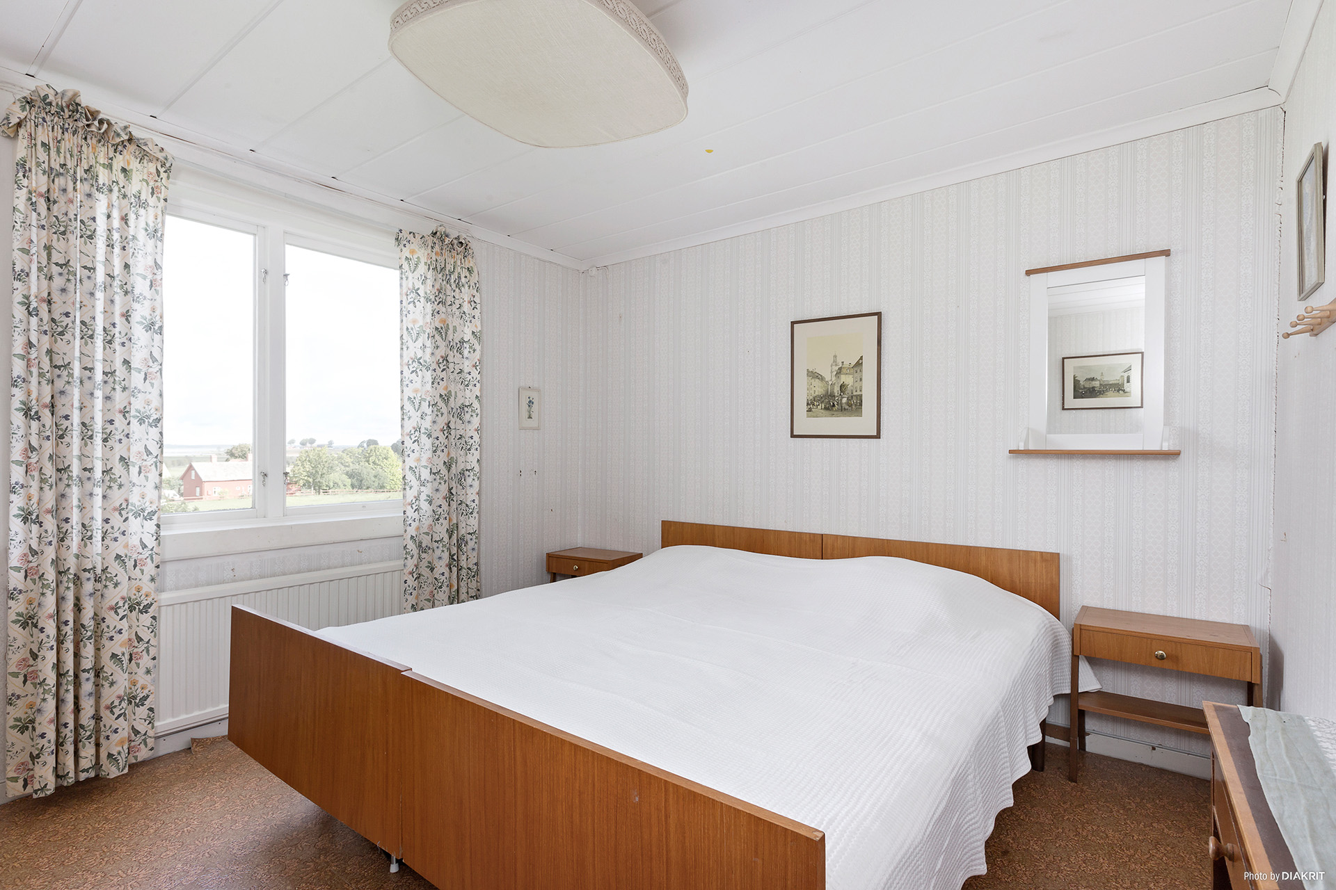 Sovrum 2 i ovanplan med utsikt över Hornborgasjön