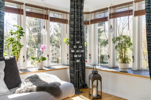 Fönsterpartier i vardagsrum