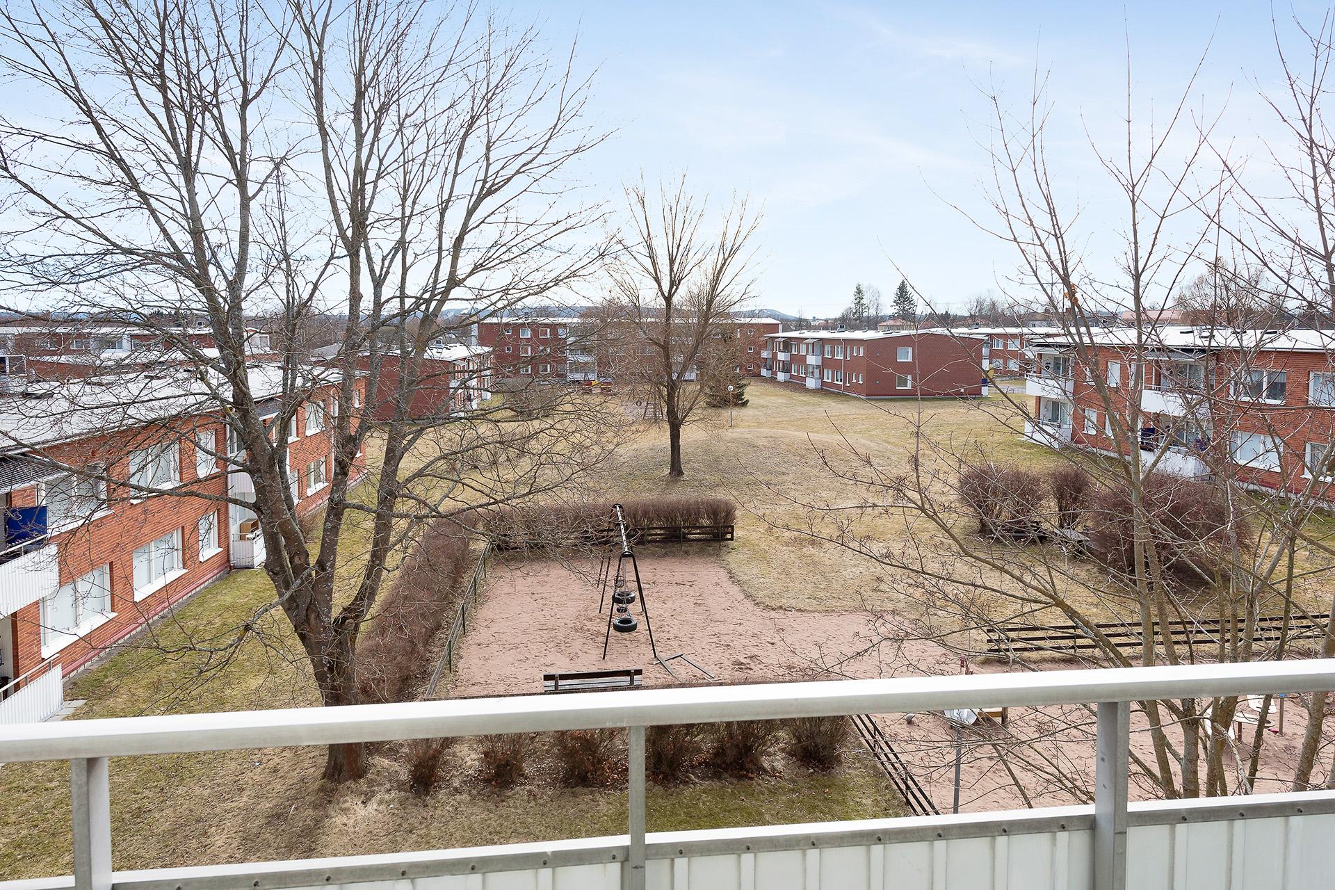 Utsikt från balkongen i söderläge