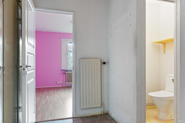 I inre hallen finns ytterligare garderober samt wc-rum