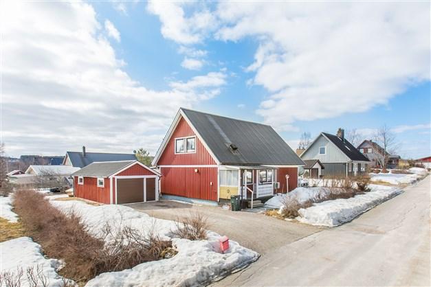 Välkommen till Harven väg 7! Här finns bostadshus samt garage.