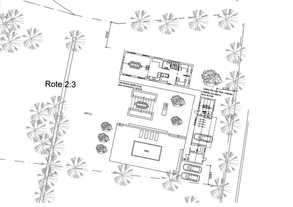 Situationsplan på fritidshuset och länga med gästrum, carport, förråd och bastu