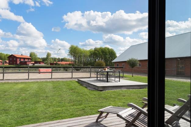 Utsikt från kontorsbyggnaden. Kan även bli ett framtida sektretariat.