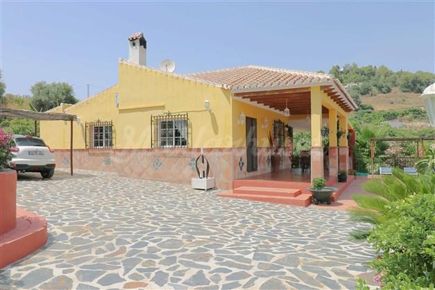 Villa med fin trädgård