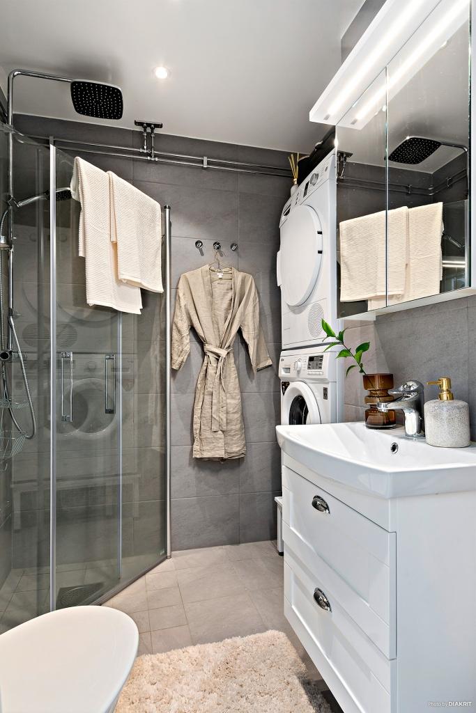 Fräscht helkaklat badrum
