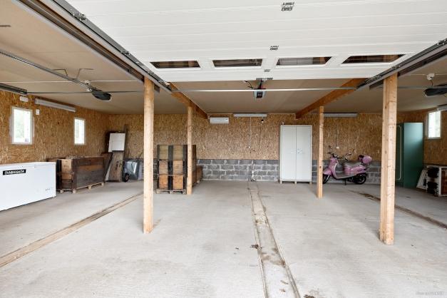 Garage med gjuten platta (förberedd för golvvärme)