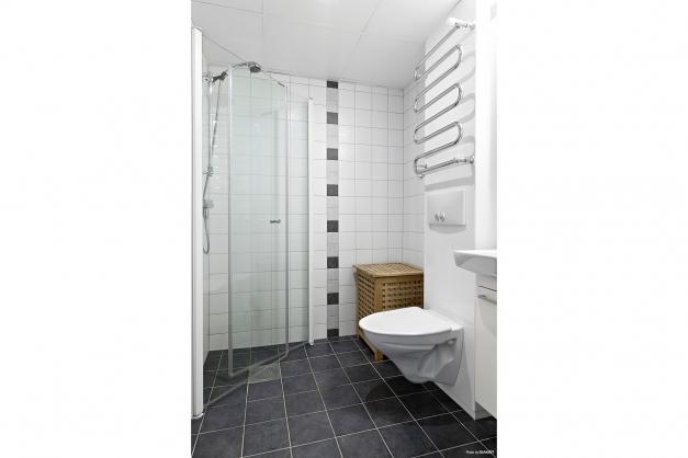 WC/dusch (mellan kök och vardagsrum)