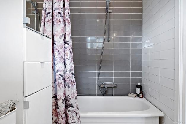 I badrummet finns badkar