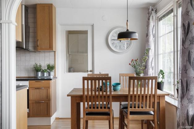 Ingång till köket från vardagsrum
