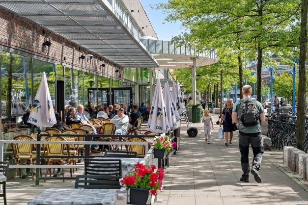 Efter shoppningen på Frölunda Torg kan du avnjuta en trevlig lunch på någon av restaurangerna innan du tar spårvagnen hem.