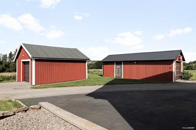 Ytterligare två fristående garage