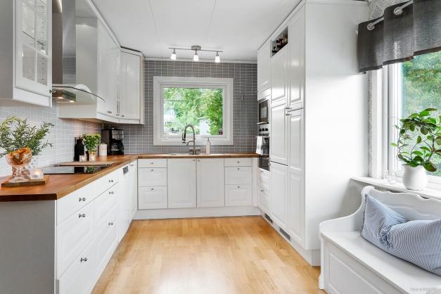 Kök med två fönster