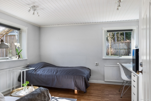 Sovrum i lägenhetsdelen.