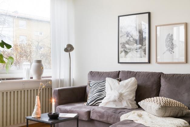 Härligt vardagsrum med bra ljusinsläpp
