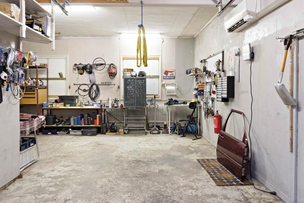 Stort varmbonat garage