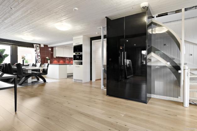 Vardagsrum i öppen planlösning med kök/matrum