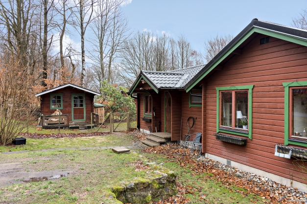 Mysig stuga beläget i natursköna Lerbäckshult.