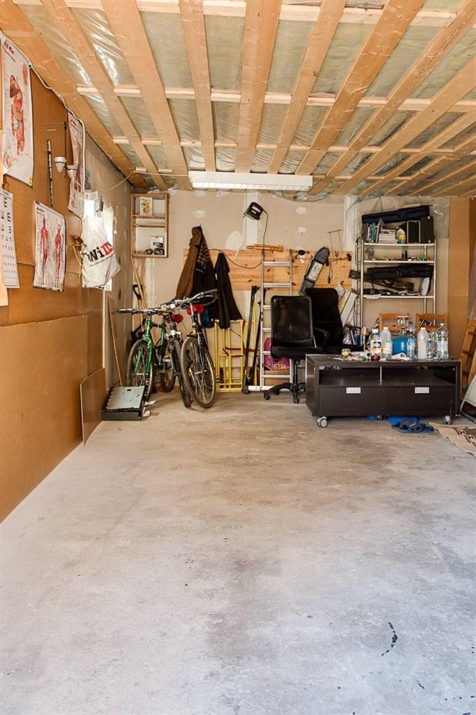 I garaget