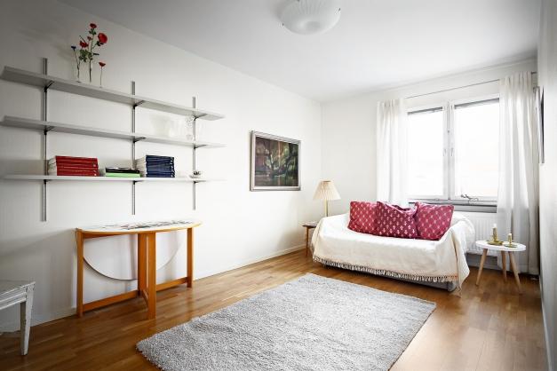 Ett av de två stora sovrummen