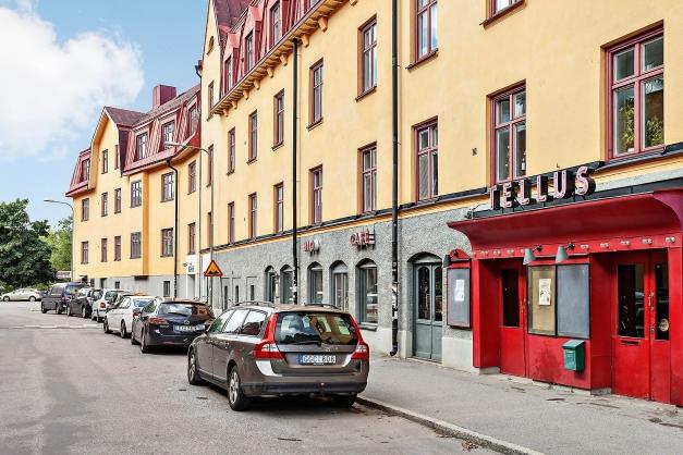 Den anrika biografen Tellus från början av 1900-talet ligger i området.